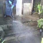 小倉北区にて玄関の高圧洗浄