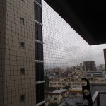 北九州市小倉北区にて防鳥(ベランダ)ネット取り付け